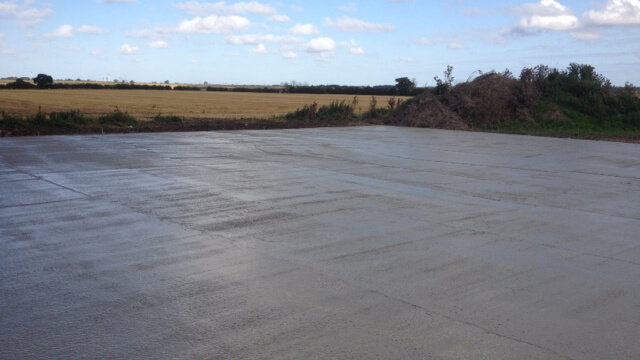 The installation of a 50m x 50m concrete pad, mass poured in the day for the storage of sewage sludge cake for a leading utility company.